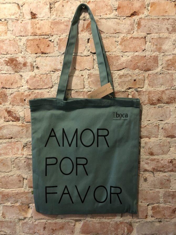 Groene tas Amor por Favor voor muur