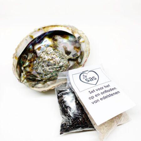 Opladen En Ontladen Met Bergkristal En Hematiet By Sas