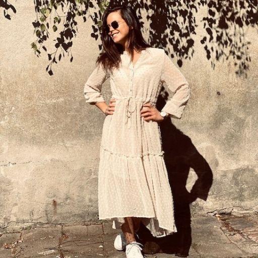 beige jurk met mini dots mocha fashion