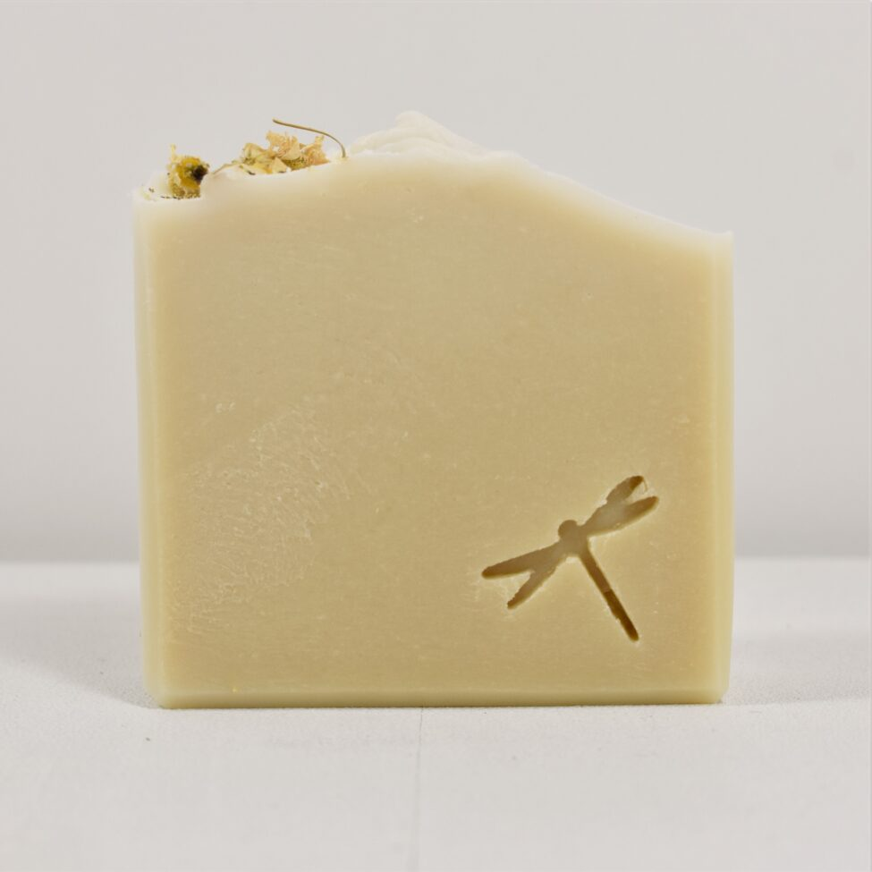 Een stuk handgemaakte zeep zonder etherische olie.