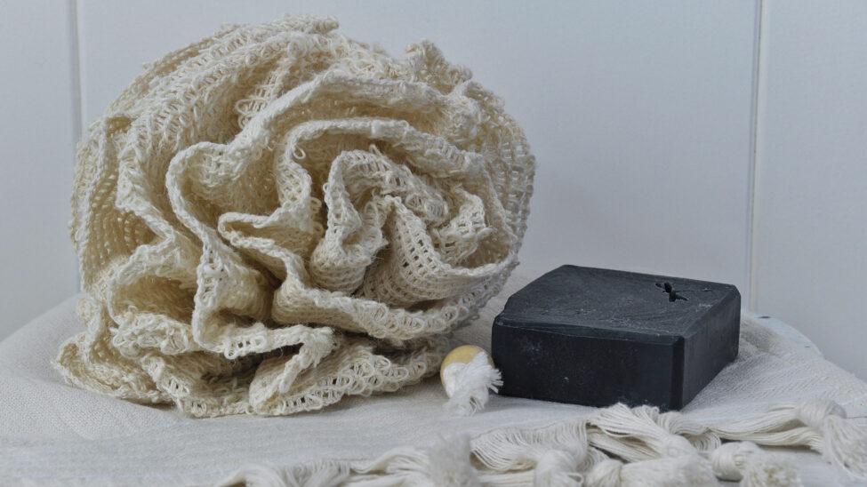 sisalbloem met handdoek en zeep