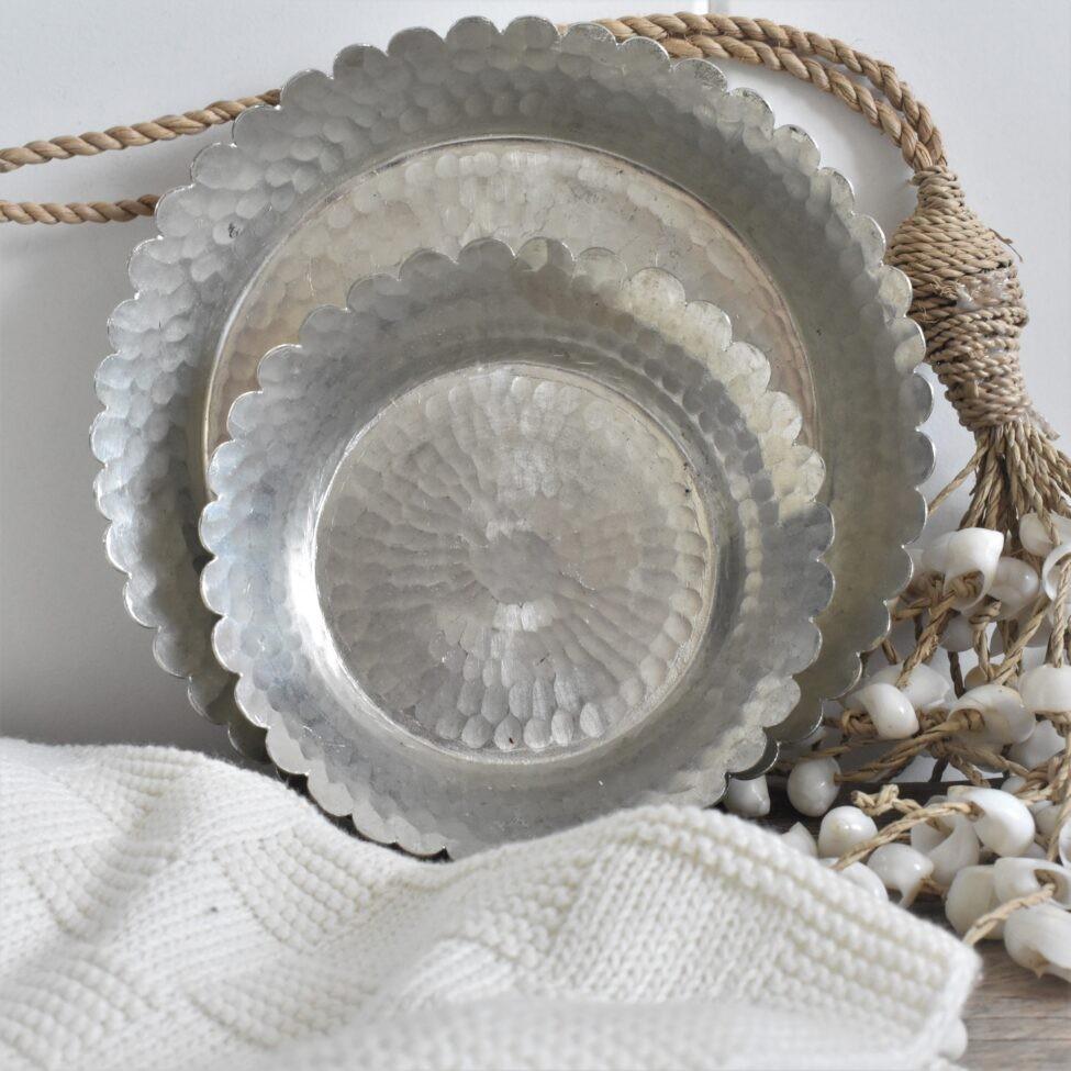 detailfoto hamamschaal met een geschulpte rand.