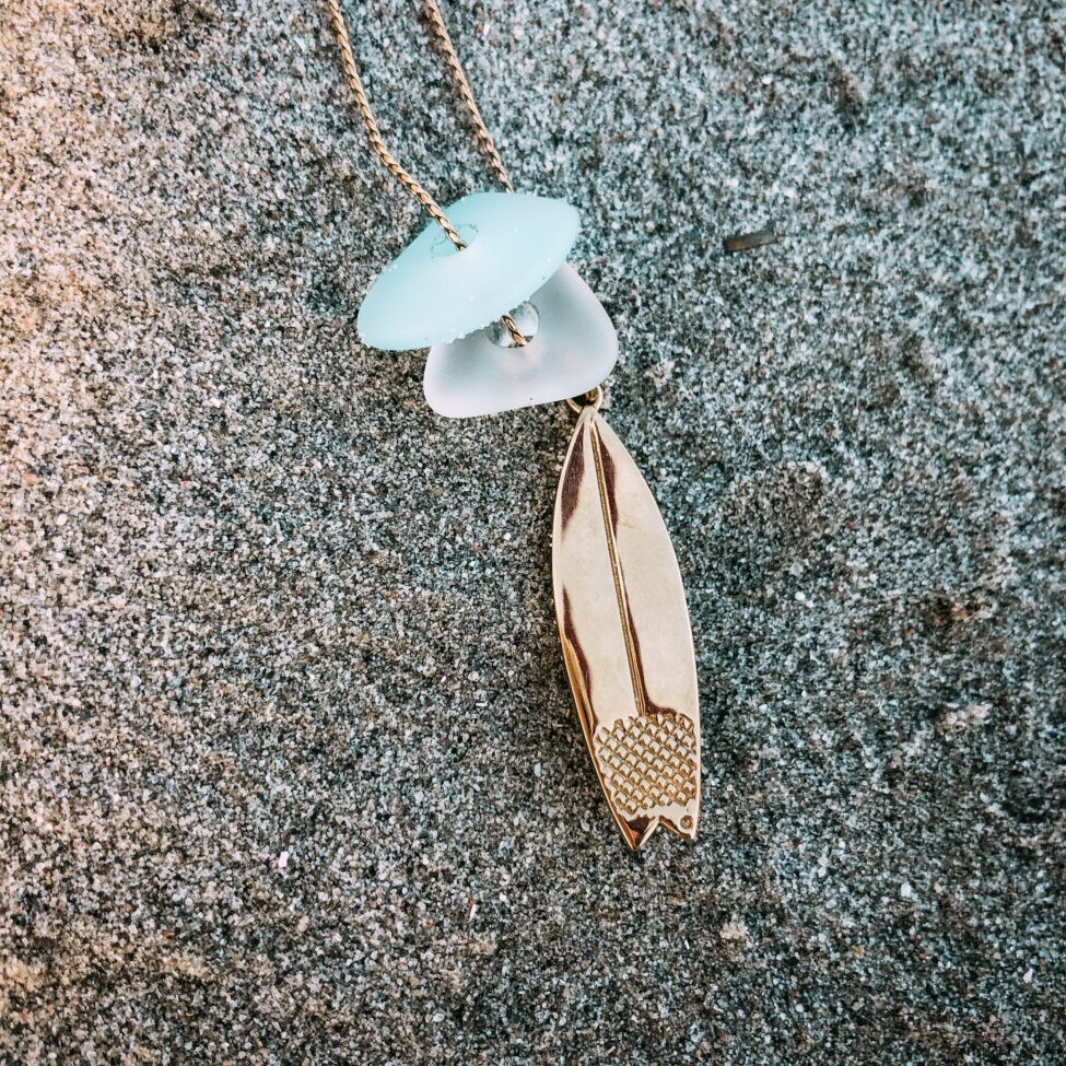 zeeglas surfplank ketting zilver zand